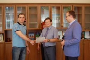 Вручение жилищного сертификата сотруднику Отдела сравнительной кардиологии Коми НЦ УрО РАН к.б.н. А.Г. Ивонину